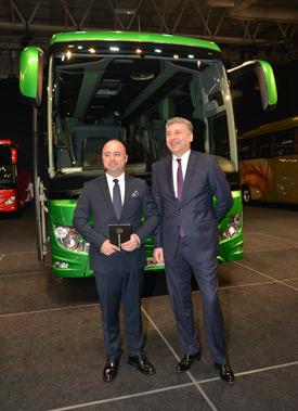Mercedes-Benz Türk Otobüs Satış ve Pazarlama Direktörü Alper Kurt ve Mercedes-Benz Türk İcra Kurulu Başkanı Süer Sülün