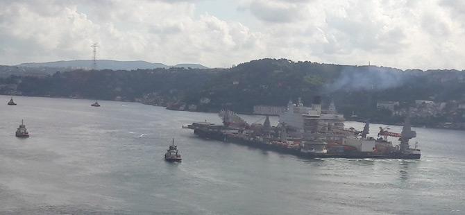Dünyanın En Büyük İnşaat Gemisi İstanbul Boğazı'nda