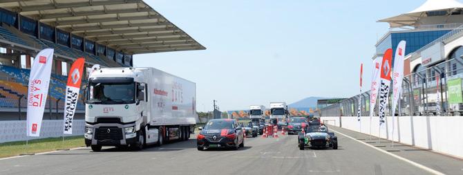 Renault Trucks Çekiciler Formula Pistine Meydan Okudu