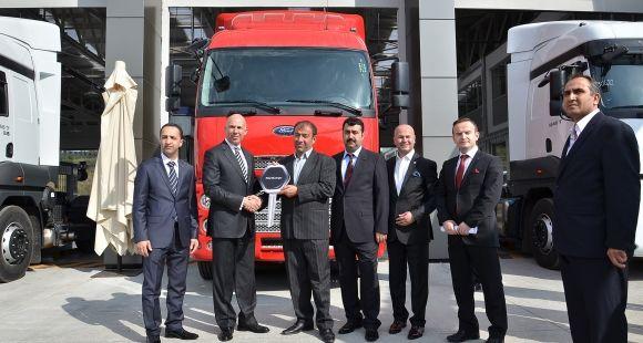 Türkiye'deki İlk Ford Trucks 4S Plazasını Hizmete Açan Erdeğer İlk Teslimatını Yaptı