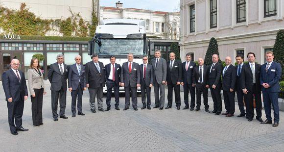 Mercedes-Benz Türk'ten Barsan Global Lojistik'e Dev Teslimat