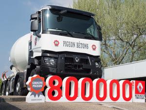 Renault Trucks 800.000'inci Kamyonunu Teslim Etti