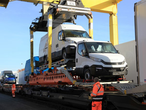 TX Logistik and Vegatrans put commercial vehicles on the train with roadrailLink