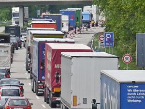 Ticari Araç Sürücüleri İçin Yaş Şartı 69'a Çıkartıldı
