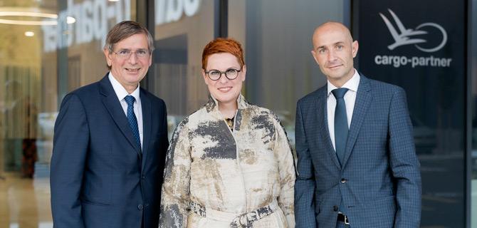 cargo-partner CEO'su Stefan Krauter, Avusturya'nın Slovenya Büyükelçisi Sigrid Berka, cargo-partner Slovenya Genel Müdürü Viktor Kasteliç