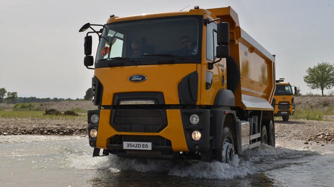 Ford Trucks 2016 Model Yeni Çekici İnşaat ve Yol Kamyonu Serilerini Tanıttı