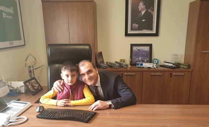 Hüseyin Baltacı, bir süreliğine Krone Türkiye CEO'su Rıza Akgün'ün koltuğuna oturdu