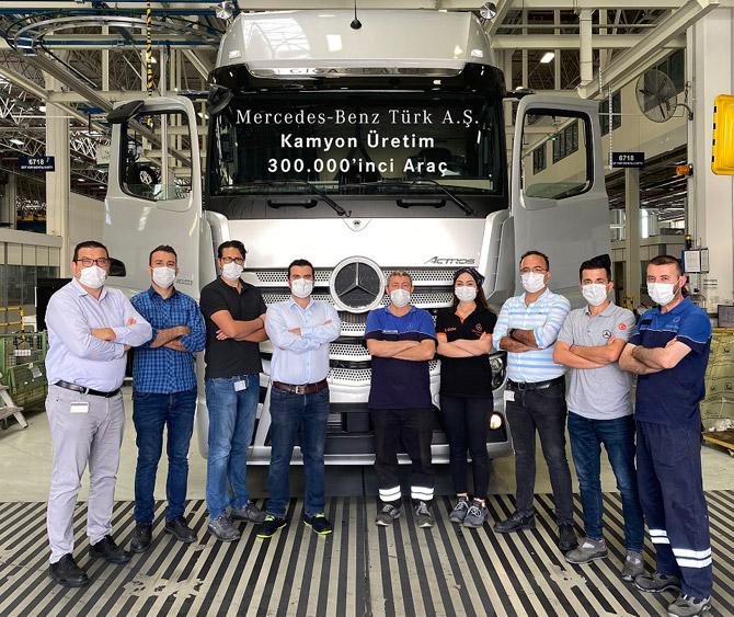 Mercedes-Benz Türk Aksaray Kamyon Fabrikası'nın 300.000'inci Kamyonu Actros 1851 Plus Banttan İndi