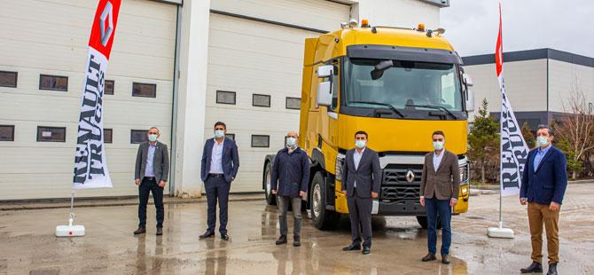 Işıklar Ağır Nakliyat Filosunu Yine Renault Trucks Güçlendirdi
