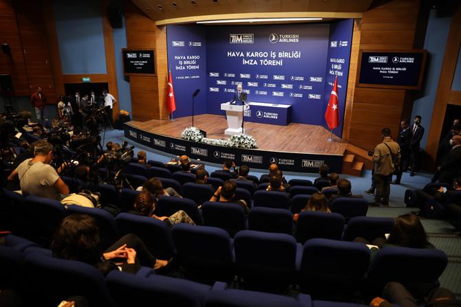 Turkish Cargo, TİM ile imzaladığı, ihracatçının ulaşım maliyetlerini azaltacak iş birliği anlaşmasını yeniledi.