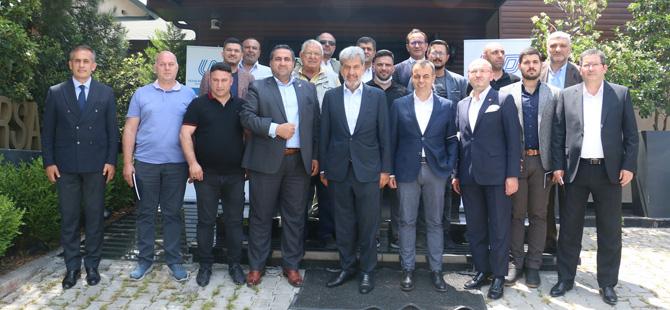 Başkan Nuhoğlu tarafından Bursa'da yapılan kahvaltılı toplantıya sektör temsilcileri tam katılım sağladı.