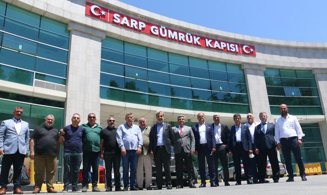 UND Yönetim Kurulu Başkanı Çetin Nuhoğlu, Artvin-Hopa ve Trabzonlu nakliyecilerle bir araya geldi.