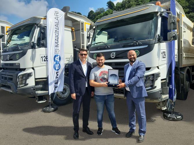 Volvo Trucks AGK İnşaat'a 25 adet Volvo FMX 8x4 460 HP
